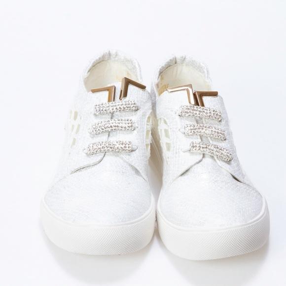 Fab Kickz Other - Fab Kickz Girls White Casual Flat Shoes Size 3